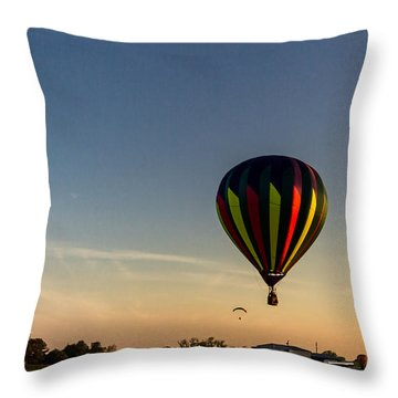 Balloon 8 Throw Pillow