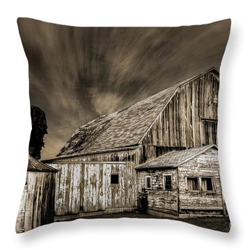 Barn On Hwy 66 Throw Pillow