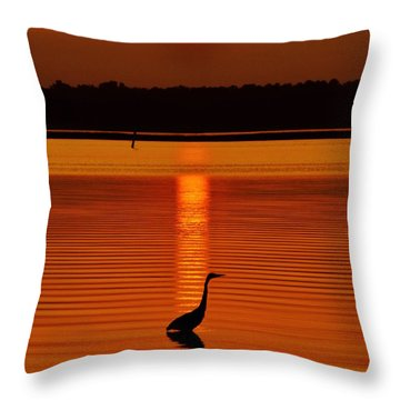 Bayside Ripples - A Heron Takes An Evening Stroll As The Sun Sets Behind The Clouds On The Bay Throw Pillow