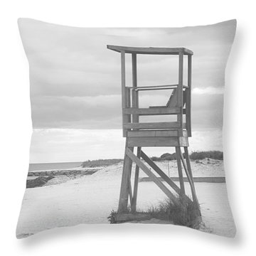 Beach Throne Harwich Ma Bw I Throw Pillow by Suzanne Powers