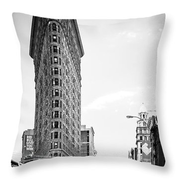 Big In The Big Apple - Bw Throw Pillow