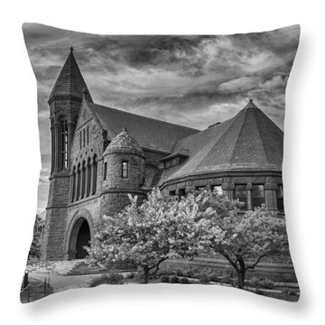 Billings Library At Uvm Burlington  Throw Pillow