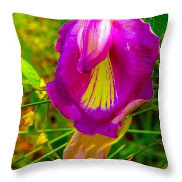 Birdlike Sweet Pea Throw Pillow