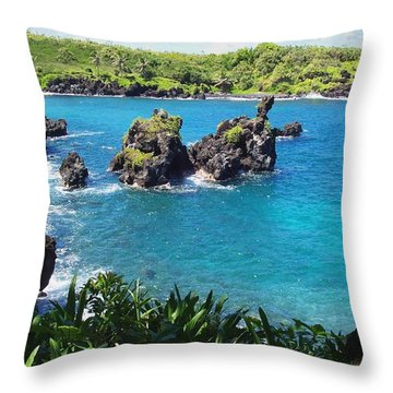 Throw Pillow featuring the photograph Blue Hawaiian Lagoon Near Blacksand Beach On Maui by Amy McDaniel