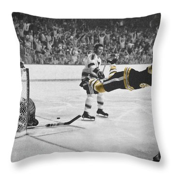 Bobby Orr 2 Throw Pillow