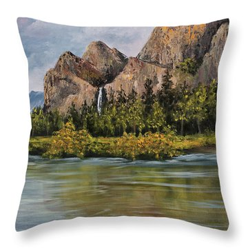 Bridalveil Fall Yosemite Throw Pillow