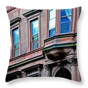 Brooklyn Heights - Nyc - Classic Building And Bike Throw Pillow