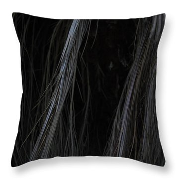 Cabello Liso Throw Pillow