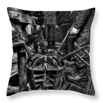 Cac001bw-19 Throw Pillow