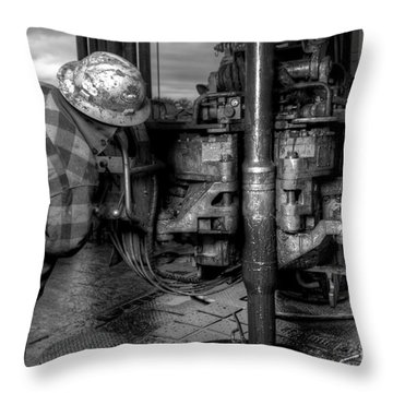 Cac001bw-35 Throw Pillow