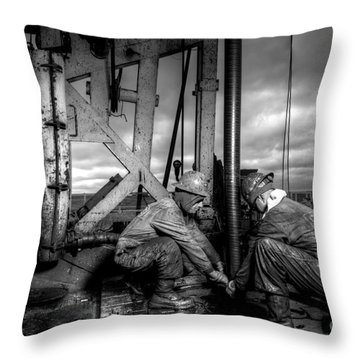 Cac01bw-26 Throw Pillow