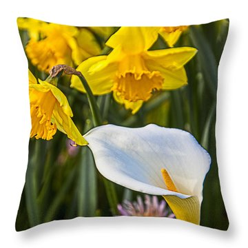 Calla Lily And Doffodils Throw Pillow