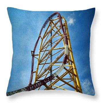 Cedar Point - Top Thrill Dragster Throw Pillow
