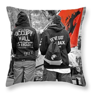 Throw Pillow featuring the photograph Che At Occupy Wall Street by Lilliana Mendez