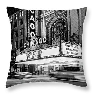 Chicago Theatre Marquee Sign At Night Black And White Throw Pillow