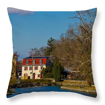 Children's Lake At Boiling Springs In Christmastime Throw Pillow