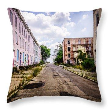 Cincinnati Glencoe-auburn Place Image Throw Pillow by Paul Velgos
