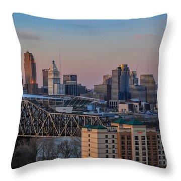 D9u-876 Cincinnati Ohio Skyline Photo Throw Pillow