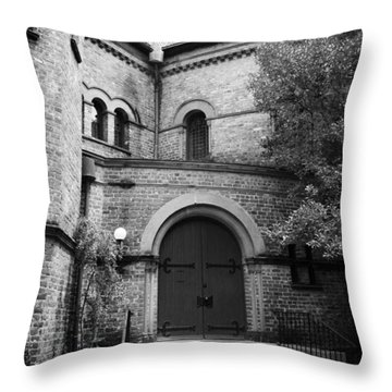 Circular Church Of Charleston Sc Throw Pillow