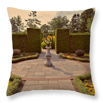 Classical Garden Niagara Retro Effect Throw Pillow