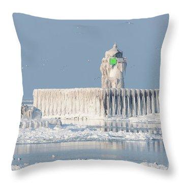 Cleveland Harbor East Pierhead Light Throw Pillow