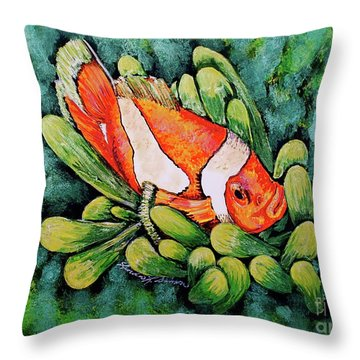 Clown In The Anemone Throw Pillow by Linda Simon