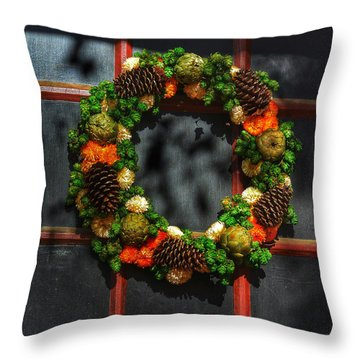 Colonial Wreath Throw Pillow