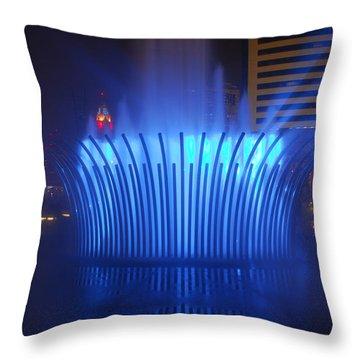 D101l-122 Scioto Mile Fountain Photo Throw Pillow