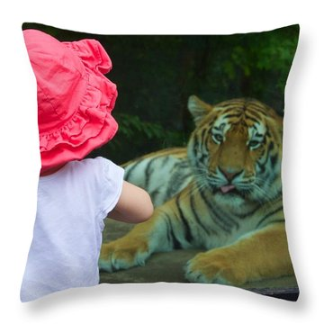 Throw Pillow featuring the photograph Come A Little Closer by Dave Files