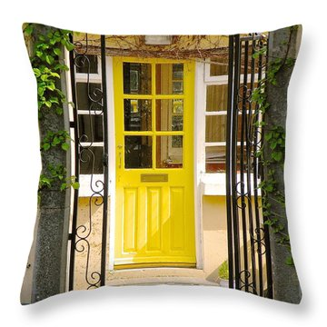 Come On In Throw Pillow by Suzanne Oesterling