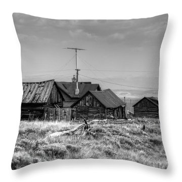 Como In Black And White Throw Pillow by Lanita Williams