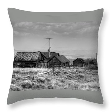 Como In Black And White Throw Pillow