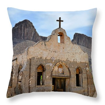 Contrabando Film Set Throw Pillow