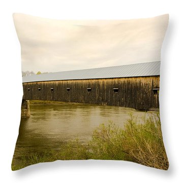 Cornish - Windsor Covered Bridge Throw Pillow