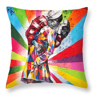 Couple Kissing In Times Square On V-j Day Throw Pillow by Rona Black
