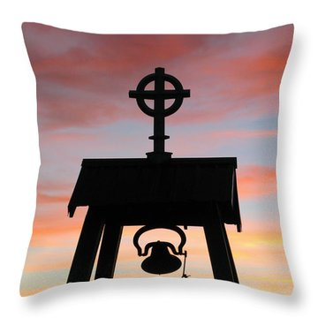 Cove Oregon Throw Pillow