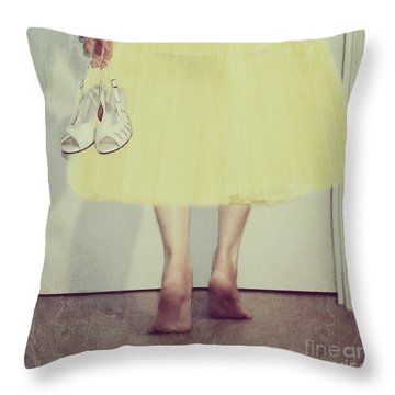 Creeping In Late Throw Pillow by Linda Lees