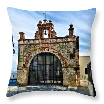 Cristo St. Chapel Throw Pillow