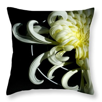 Curling Mum Throw Pillow