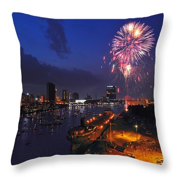 D12u470 Red White And Kaboom In Toledo Ohio Photo Throw Pillow