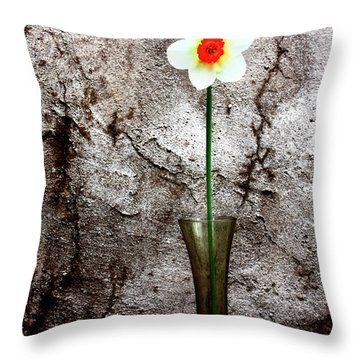 Throw Pillow featuring the photograph Daffodil by Gray  Artus