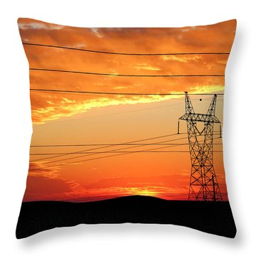 Throw Pillow featuring the photograph Daybreak On The Plains by Bill Kesler