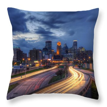 Downtown Minneapolis Skyline On 35 W Sunset Throw Pillow