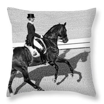 Dressage Une Noir Throw Pillow