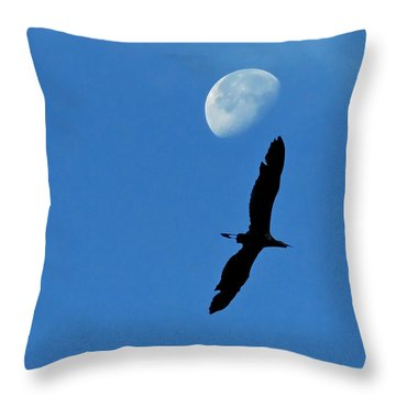 Throw Pillow featuring the photograph Egret Flight by Charlotte Schafer