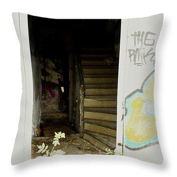 Eingang Throw Pillow