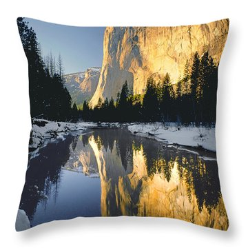 2m6542-el Cap Reflect Throw Pillow