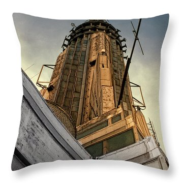 Empire State Building Summit Throw Pillow