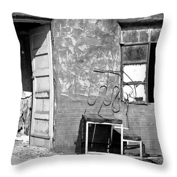 Throw Pillow featuring the photograph Encino Motel by Christopher McKenzie