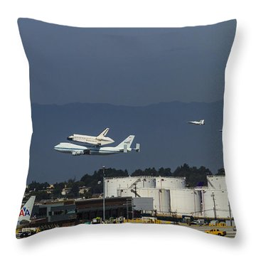 Endeavor Foies First Of Two Flyovers Over Lax Throw Pillow